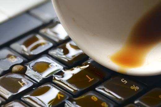 Liquide sur votre ordinateur portatif ? Pas une seconde à perdre !