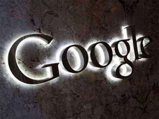 Google a commencé mercredi à tester des bandeaux publicitaires en haut de ses pages de recherche.