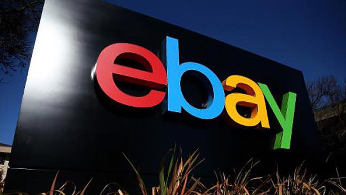 Le logo de eBay devant le siège social du groupe en Californie, le 22 janvier 2014.