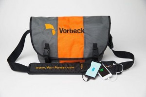 Le Vor-Power flexible battery strap (100 euros + frais de livraison) : La bandoulière peut recharger un téléphone cinq fois de suite. © Vorbeck Materials Corp