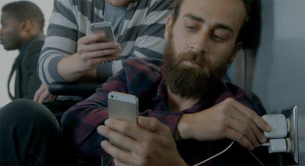 Autonomie des iPhone : Samsung se moque en vidéo
