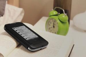 InkCase : un écran e-ink pour économiser la batterie de votre smartphone