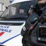 Un officier de police équipé d'une caméra, en patrouille à Strasbourg le 6 mai 2013.