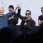 Tim Cook et le groupe U2 lors de la conférence de presse Apple le 9 septembre 2014
