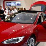 La Tesla modèle S se vend en France à partir de 65 000 euros, bonus écologique compris.