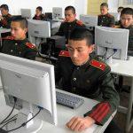 Des étudiants travaillant sur des ordinateurs à l'école révolutionnaire de Mangyongdae à Pyongyang.