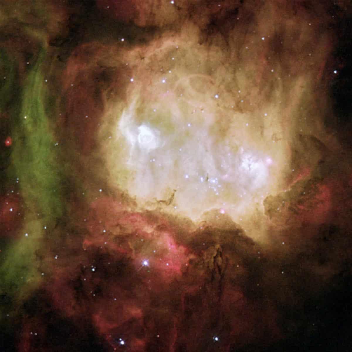 14. La nébuleuse de la tête de fantôme est l'une d'une chaîne d'étoiles en formation des régions situées au sud de la nébuleuse 30 Doradus, dans le grand nuage de Magellan. (Photo : NASA/ESA/Hubble)