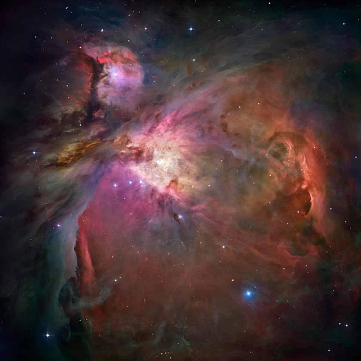 21. La nébuleuse d'Orion. Une image qui a plus de 3 000 étoiles de tailles différentes. (Photo : NASA/ESA/Hubble)