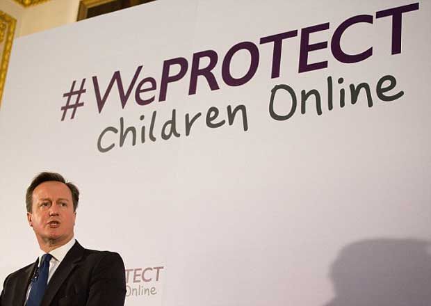 En décembre, le Premier ministre David Cameron a déclaré qu'une unité spécialisée a été mise sur pied pour traquer les pédophiles utilisant le web profond pour partager de la pornographie enfantine.