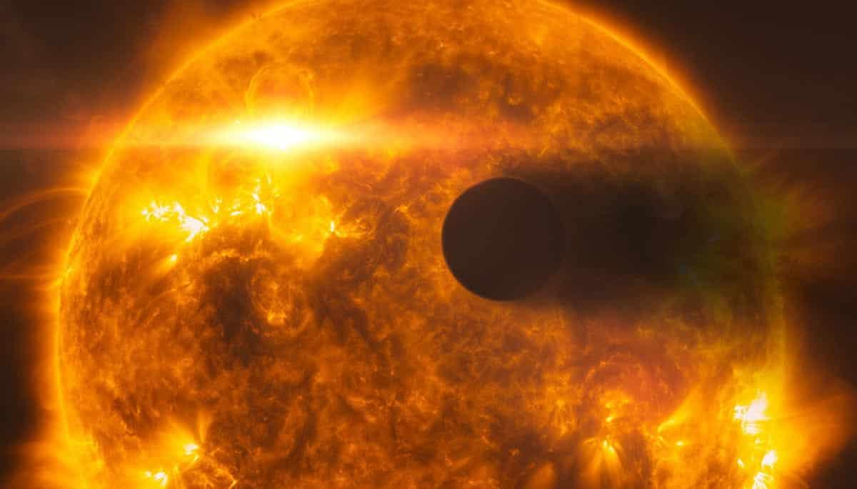 8. Vue d'artiste de l'exoplanète HD 189733b lorsqu'elle passe devant son étoile parente, HD 189733A. Hubble a observé ce système en 2010 et en 2011 à la suite d'une éruption importante de l'étoile. (Photo : NASA/ESA/Hubble)