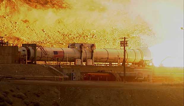 La NASA a réussi mercredi un premier test au sol de la plus puissante fusée d'appoint à poudre au monde.