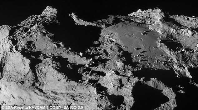 Vue étonnante prise à 19,9 km de distance. L'échelle est d'environ 1,7 m/pixel. Composée de deux images, ce cliché mesure 3.1 x 1.7 km