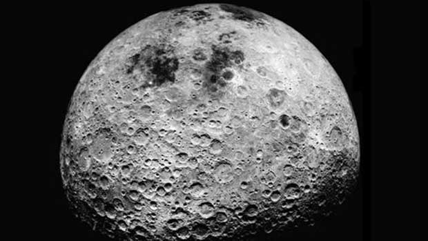 La surface de la Lune.