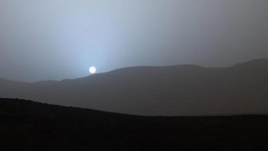 Le 15 avril dernier, le robot Curiosity a capturé un magnifique coucher de soleil bleuté sur la planète rouge.