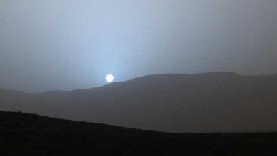 Curiosity photographie un magnifique coucher de Soleil bleuté sur Mars