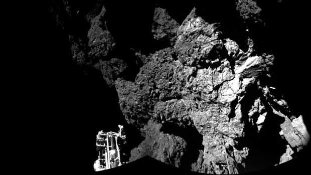 Photo d'une région de la comète Tchouri baptisée Abydos.