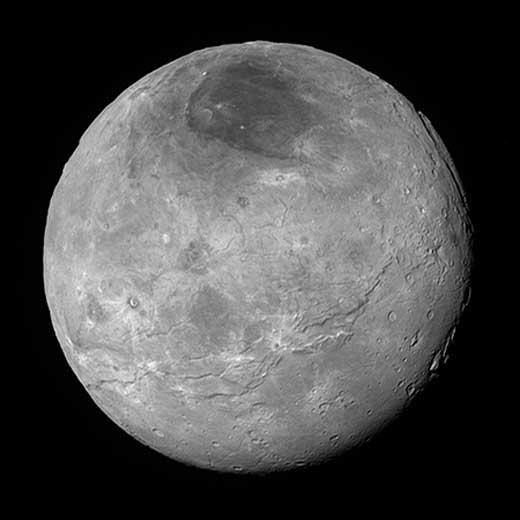 Vue à haute résolution du satellite Charon.