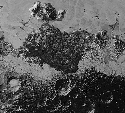 Possible champ de dunes sur la planète naine Pluton.