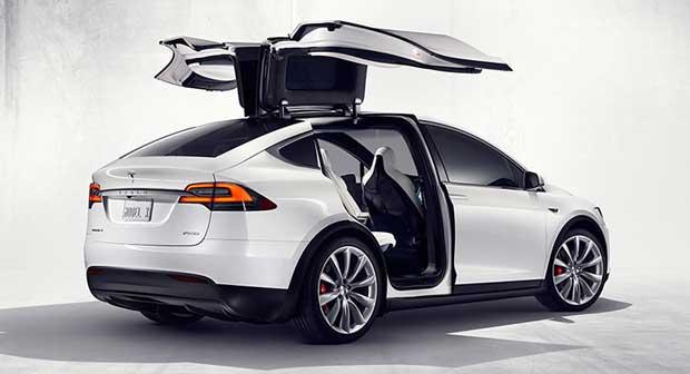 Tesla Model X : les premiers exemplaires du SUV électrique livrés le 29 septembre