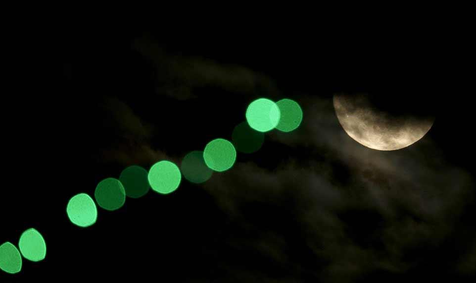 Les nuages n'ont pas permis à tout le monde d'observer la pleine Lune de Noël. Ici au-dessus du Kansas, le soir de Noël.