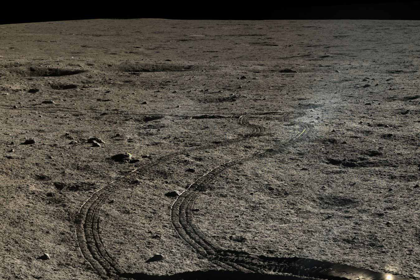 lune-chine-yutu-chang-e-3-tracks-in-the-regolith