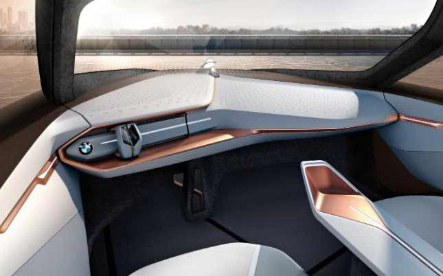 In-driverless-mode-the-concept-s-steering-wheel-retracts-into-the-dash-