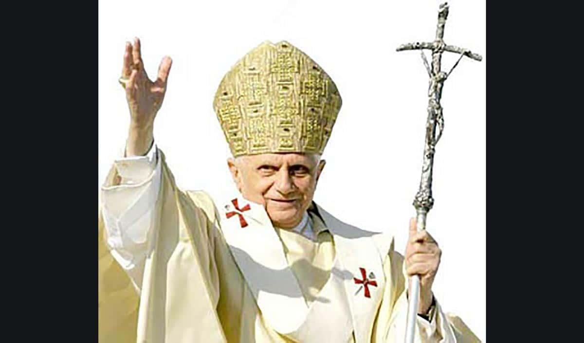 Twitter : « Le Pape est mort »