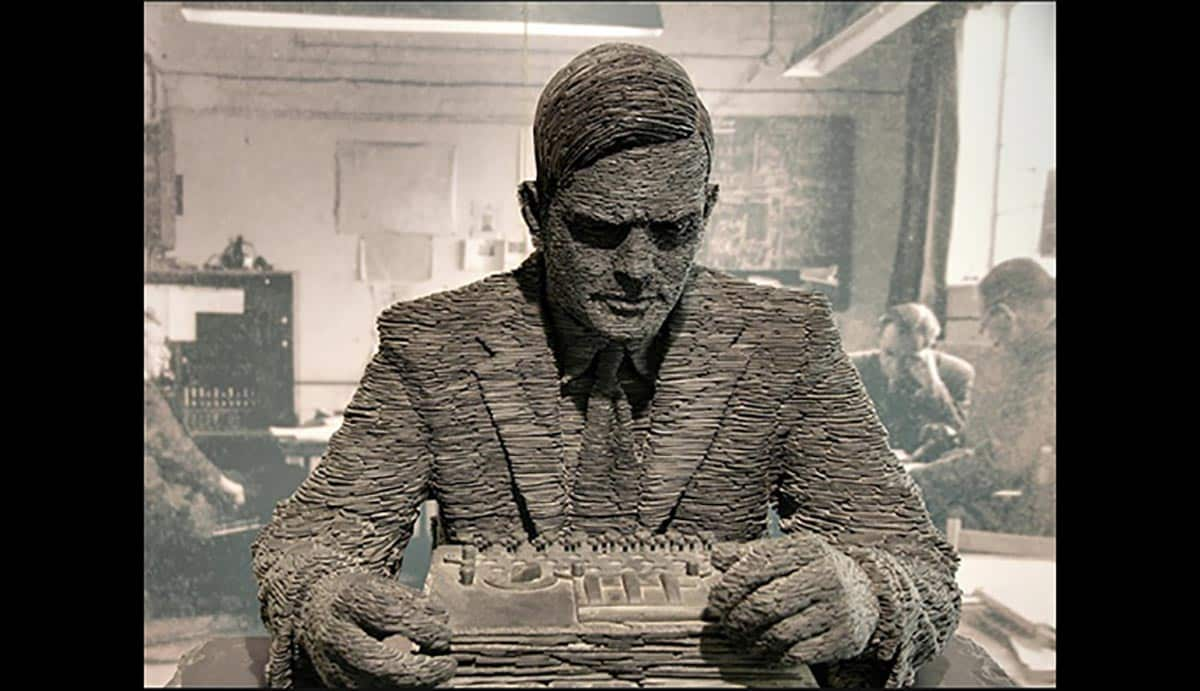 Une statue d'Alan Turing au Musee Bletchley Park