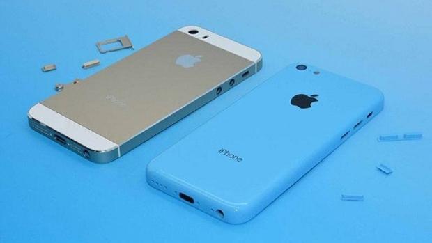 iPhone 5s et iPhone 5c photographiés ensemble
