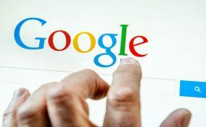Un internaute s'apprête à faire une recherche sur Google.