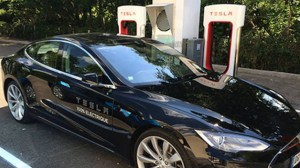 Photo de Les bornes Tesla Supercharger arrivent en France