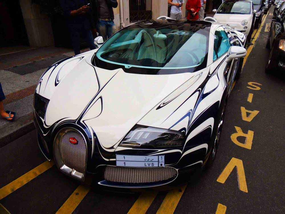 bugatti-veyron-du-prince-parfaitement-bien-stationnee