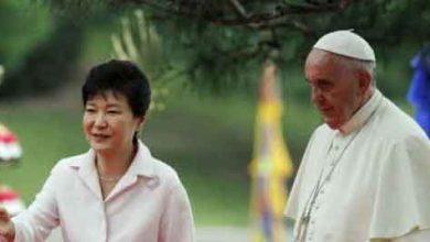 Photo de Corée du Sud : tir de roquettes pour accueillir le pape François