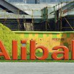 Devant le siège d'Alibaba à Hangzhou (Chine).