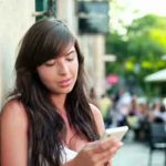 Téléphone portable : Les drôles de comportements des Français décryptés