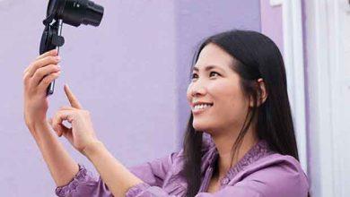 Photo de Sony prévoit que son ILCE-QX1 puisse prendre des selfies