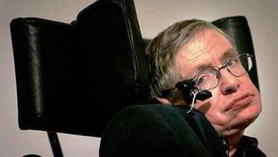 Photo de Stephen Hawking comme porte-parole du projet de fauteuil roulant connecté d'Intel