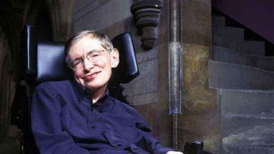 Photo de Stephen Hawking s'allie à Intel pour concevoir un fauteuil roulant connecté