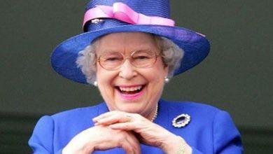 Elisabeth II : elle envoie son premier tweet !
