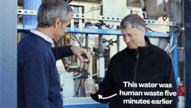 Photo de Bill Gates teste une machine transformant les déchets humains en eau potable