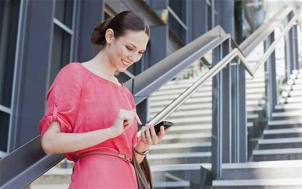 Tech-neck : les rides du cou dues aux smartphones et tablettes 1