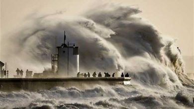 D'énormes vagues ont balayé la Grande-Bretagne