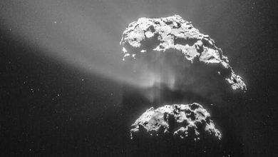Photo of Rosetta s'approche pour regarder de plus près Tchouri
