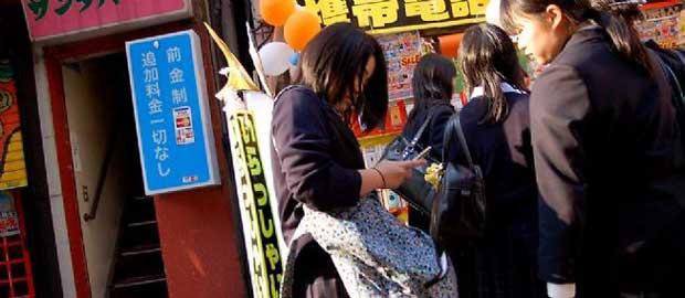 Japon : les lycéennes sont accros à leur sacro-saint smartphone