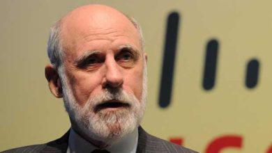 Photo de Vint Cerf met en garde contre le « trou noir » de l'histoire d'internet