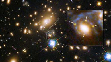 Hubble : une supernova sous la forme d'une spectaculaire croix d'Einstein