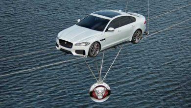 Jaguar XF : suspendue dans les airs pour illustrer sa légèreté