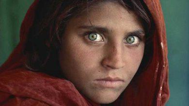 Photo de La « jeune Afghane aux yeux verts » est accusée d'avoir obtenu de faux papiers