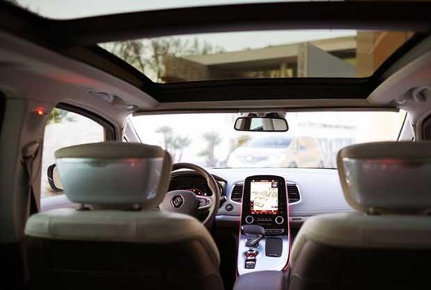 Le nouvel Espace de Renault dispose d'un système de freinage d'urgence automatique et d'une alerte de survitesse.