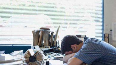 On devrait commencer le travail à 10h00 pour éviter la torture de la privation de sommeil